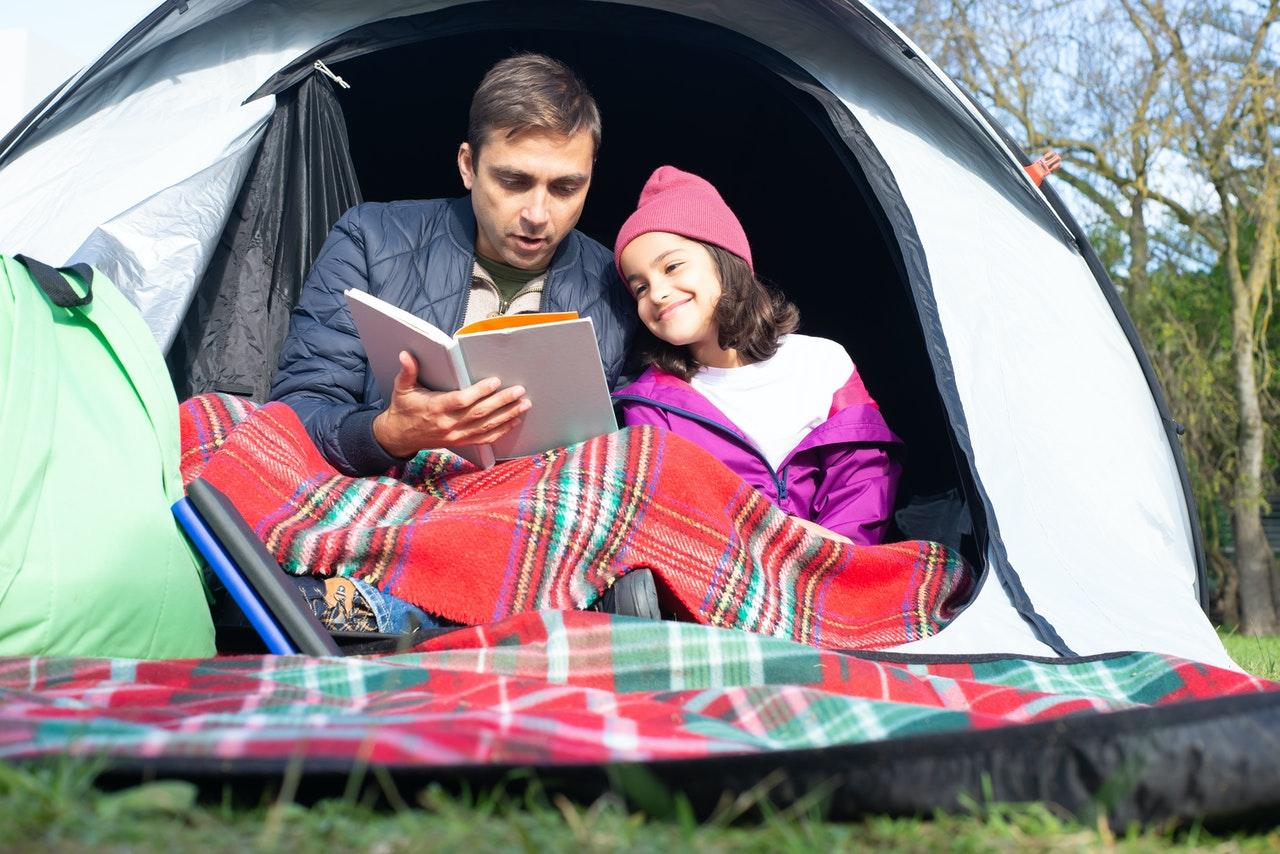 Camper en bivouac avec son enfant